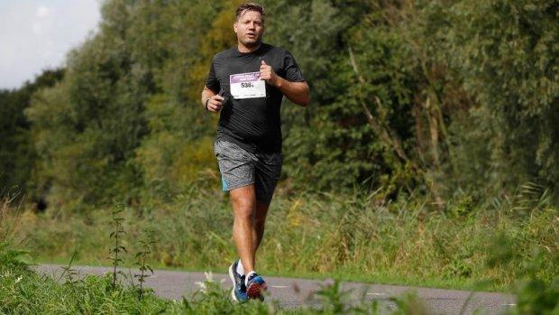 Dennis van der Geest traint voor marathon New York