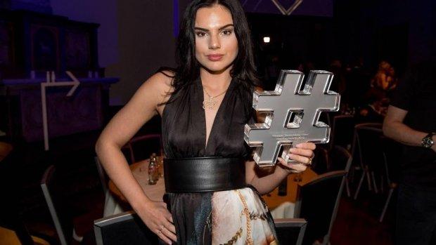 Famke Louise schiet jury Holland's Next Top Model te hulp