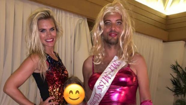 ZIEN: Nicolette van Dams liefje Bas Smit gekleed als vrouw