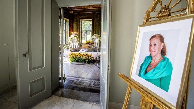 Koninklijke familie neemt afscheid van prinses Christina