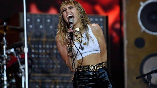 Wie is Miley Cyrus ex dating nu