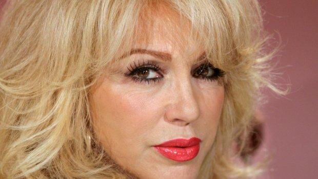 Patricia Paay overvallen door paparazzi in zorghotel
