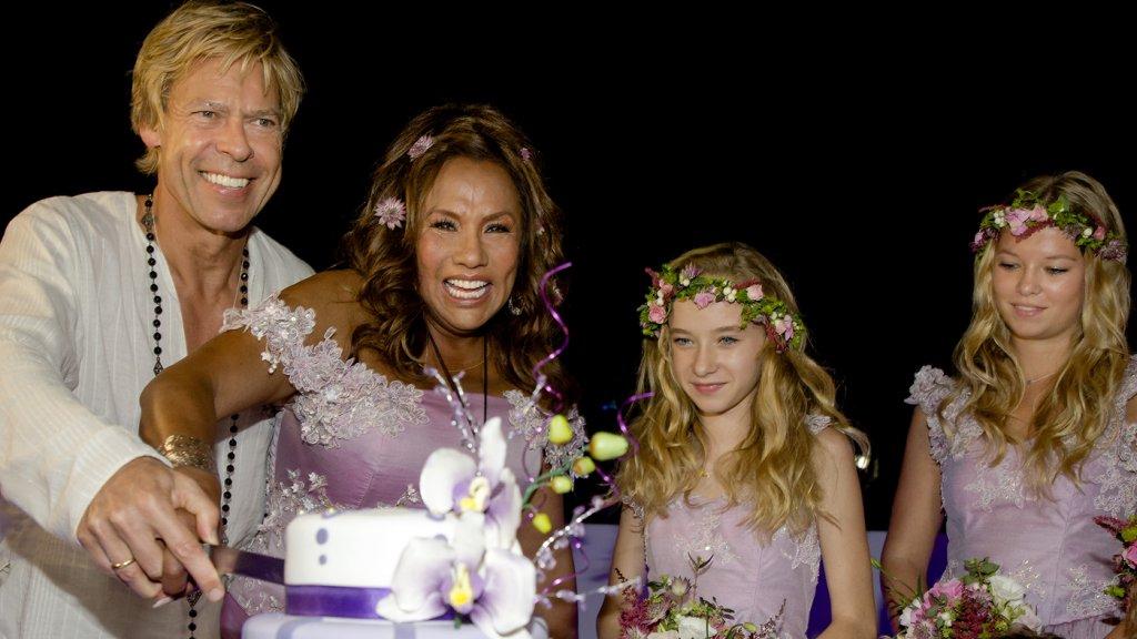 Uitgelezene De mooiste trouwjurken van jarige Mary Borsato | RTL Boulevard IN-24