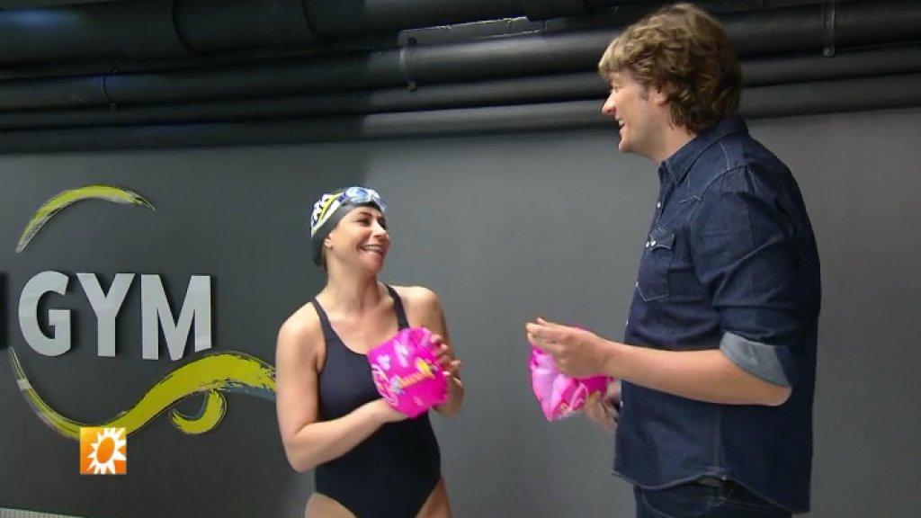 Olcay Gulsen op zwemles voor KWF