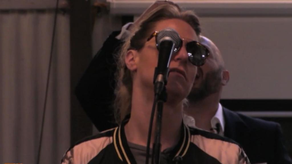 Utopia-Billy valt door de mand als zangeres