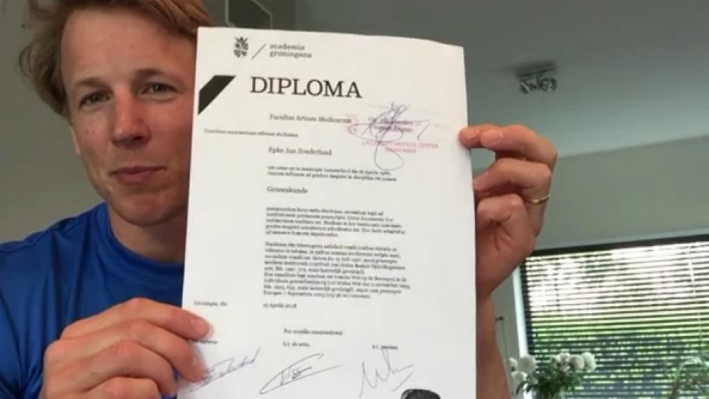 Epke Zonderland is niet langer zonder diploma