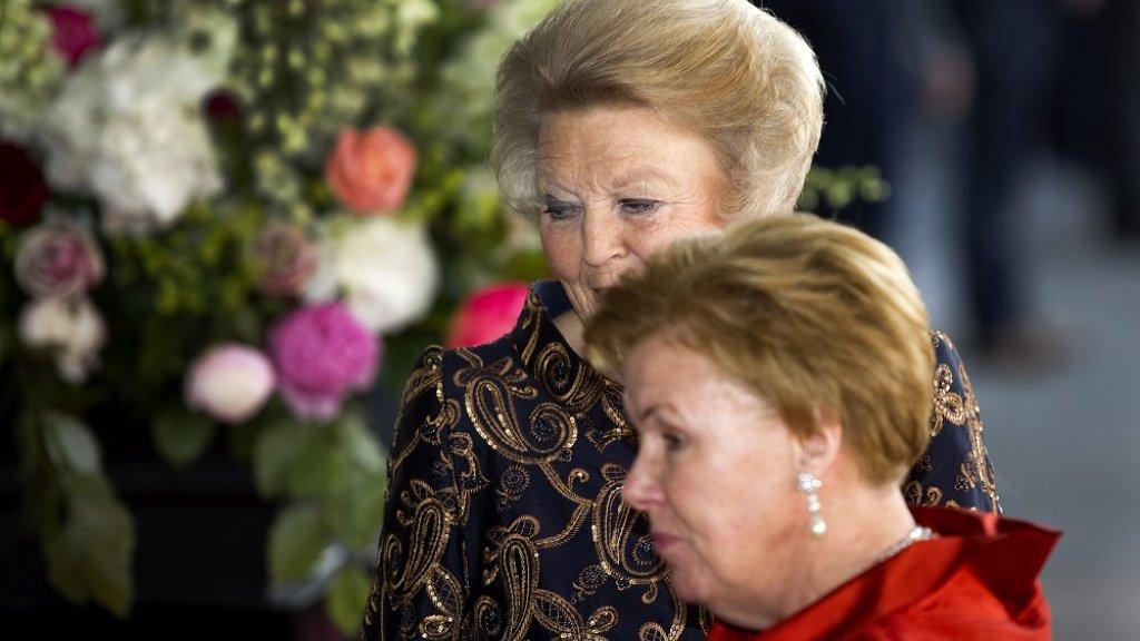 Prinses Beatrix met haar zus prinses Christina
