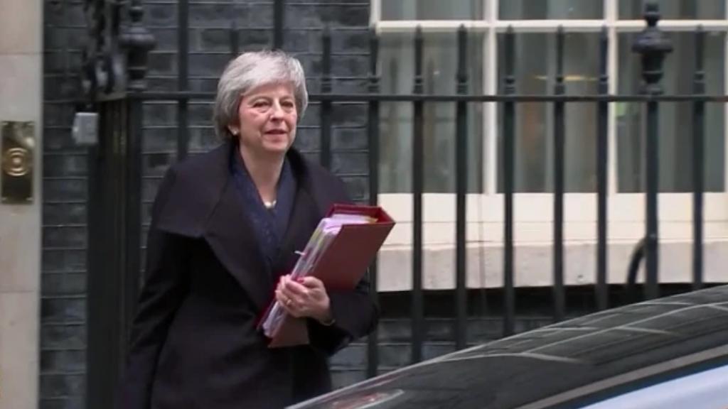 Theresa May wordt getekend door haar werk