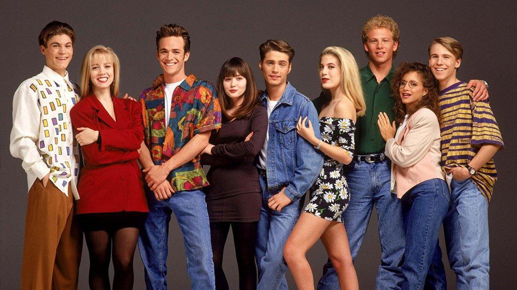 De cast van Beverly Hills 90210, met derde van links Luke Perry