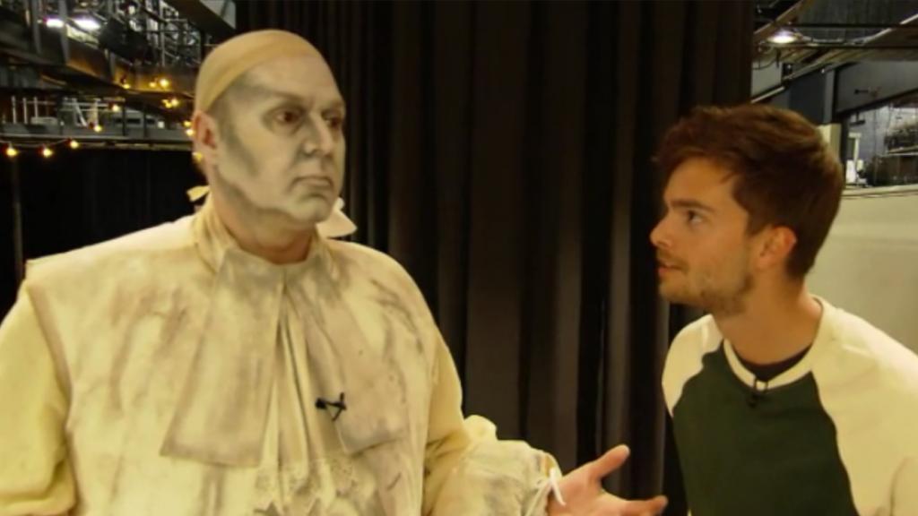 Frans Bauer transformeert in standbeeld
