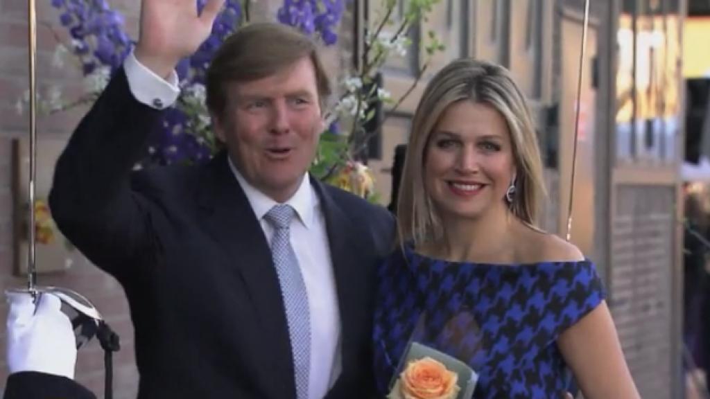 Koning Willem-Alexander en Máxima tonen affectie voor elkaar