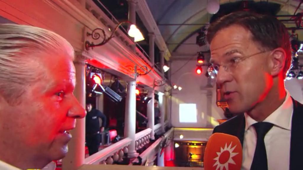 Dries Roelvink peilt de stemming tijdens het debat