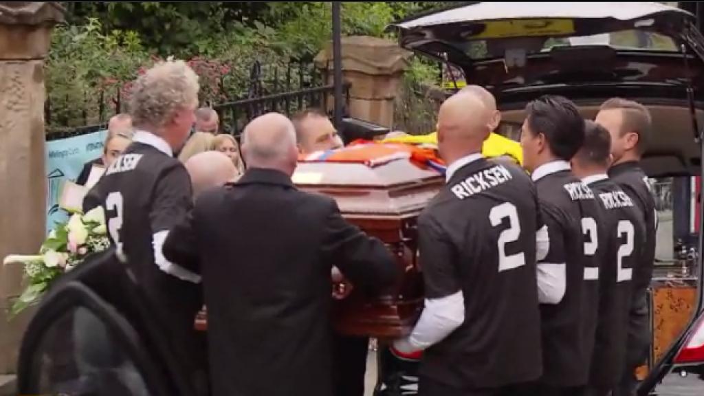 Heftig: Familie en fans nemen afscheid van Fernando Ricksen