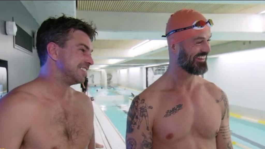 Arie en Rick leren de fijne kneepjes van het zwemmen