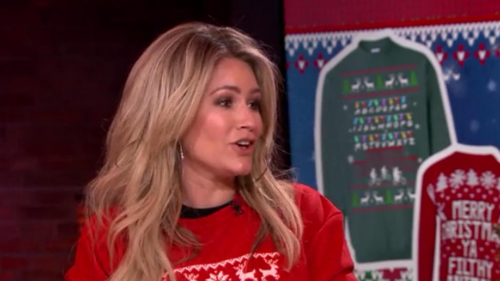 Nikkie Plessen vertelt over de hype rondom de 'lelijke kersttrui'
