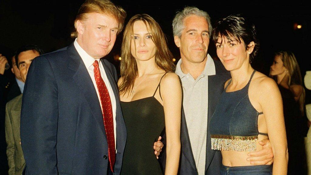Donald en Ivana Trump, Jeffrey Epstein en Ghislaine Maxwell in Mar-a-Lago in 2000