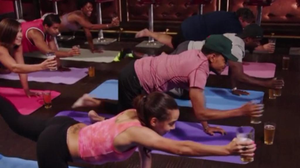 Helemaal van nu: yoga op de meest vreemde plekken