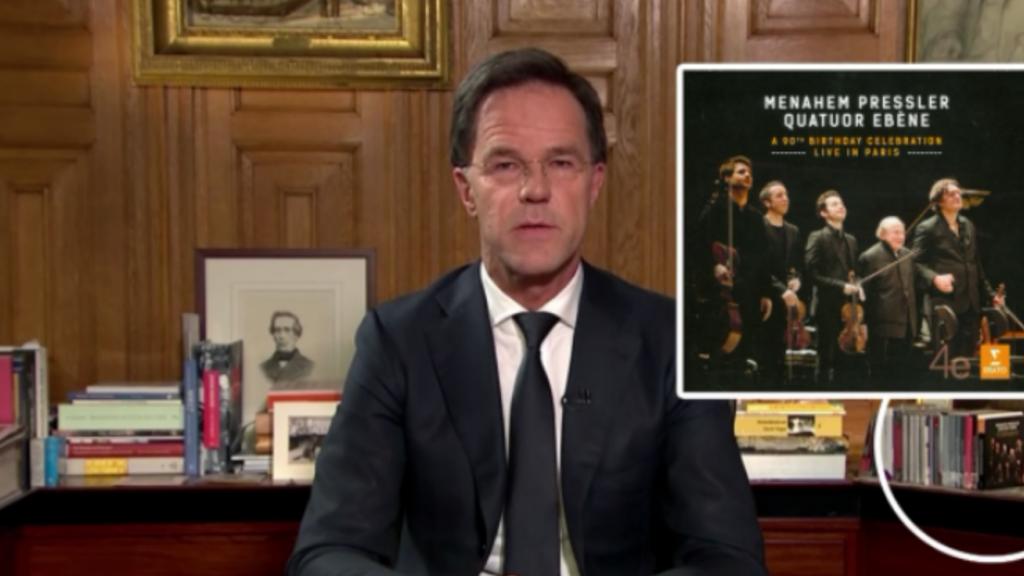 Dit stond er op de achtergrond tijdens de speech van Mark Rutte