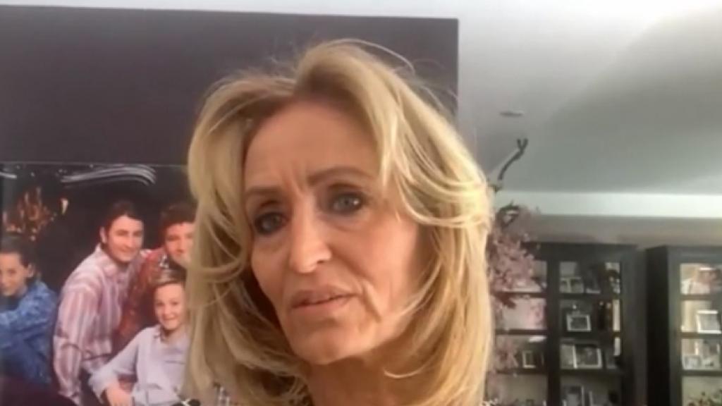 Natasja Froger breekt de regels om kleindochter te zien