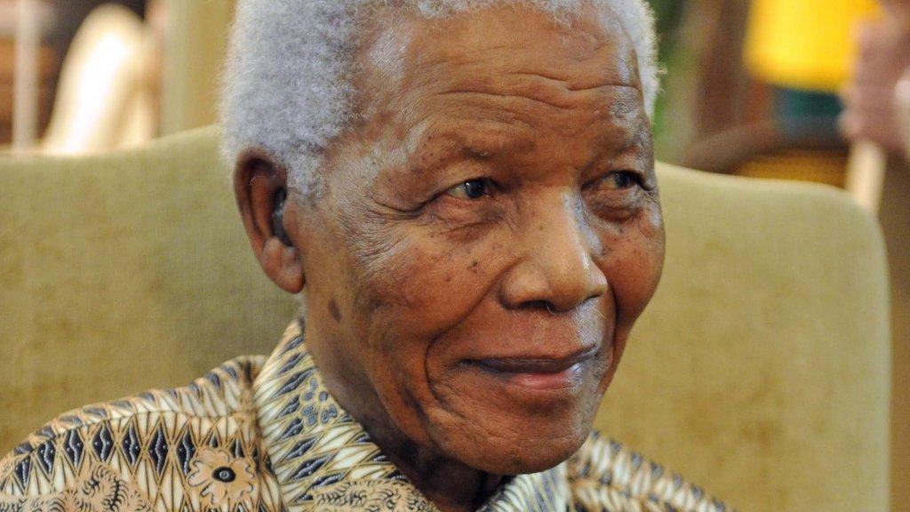 Beroemd Mandela putte kracht uit gedicht   RTL Boulevard &YF65