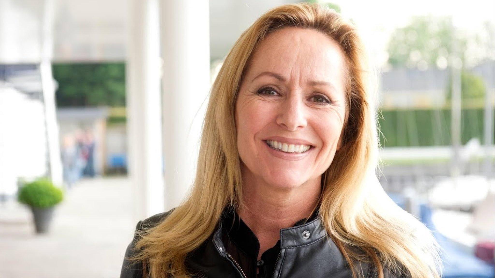 Angela Groothuizen aan het speeddaten tegen eenzaamheid