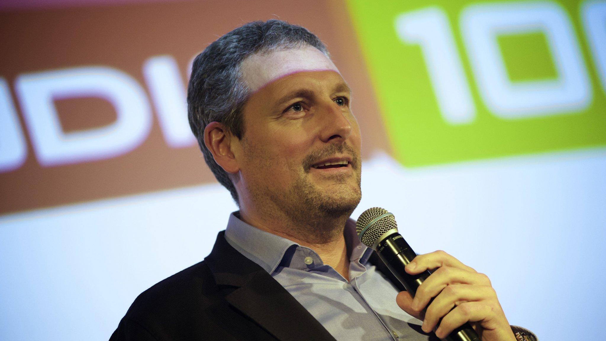 Gert Verhulst deelt onherkenbare foto na ooglidoperatie - RTL Boulevard