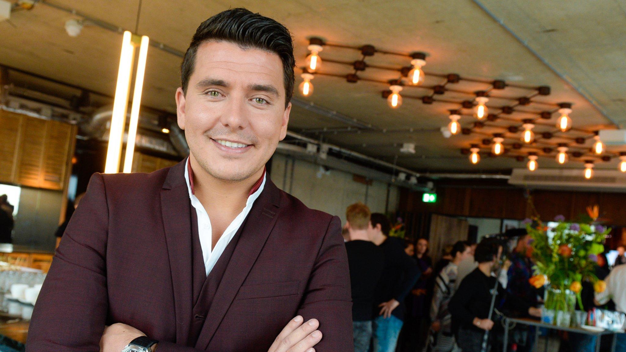 Jan Smit moet zijn shows afzeggen wegens ziekte - RTL Boulevard