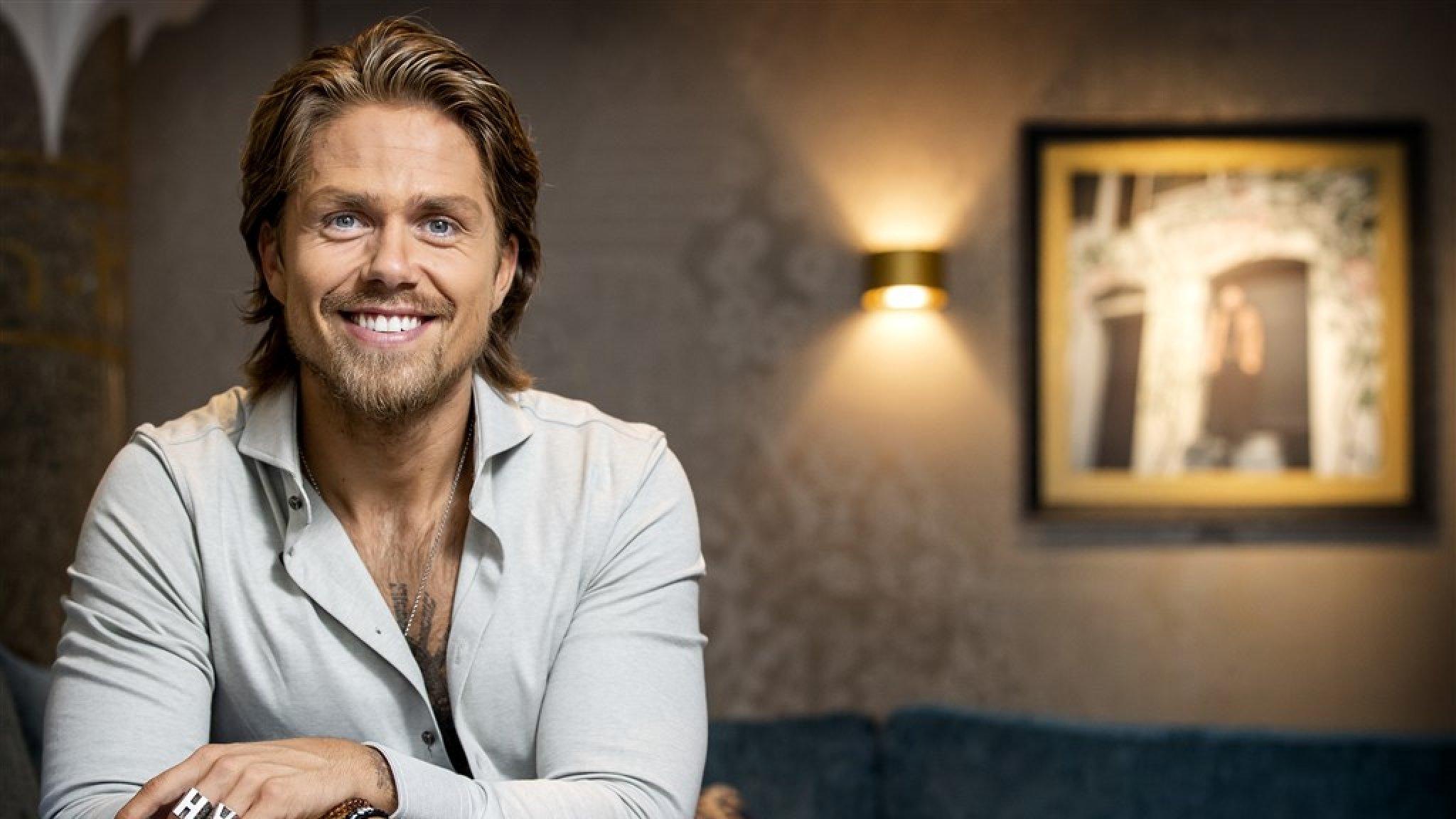 André deelt voor- en nafoto: 'Of ik me herpakt heb?' - RTL Boulevard