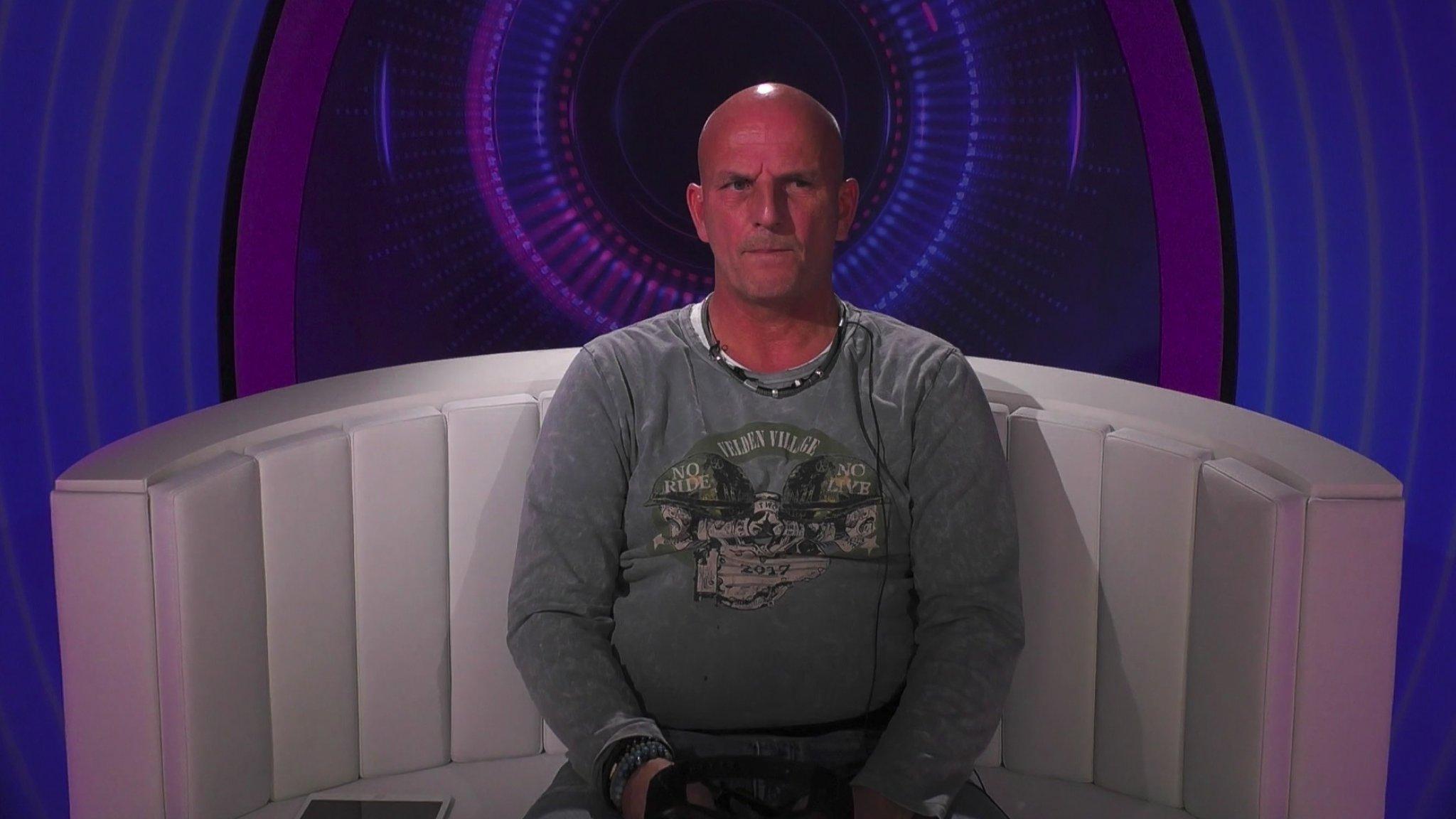 Terror Theo stapt op uit het Big Brother-huis   RTL Boulevard