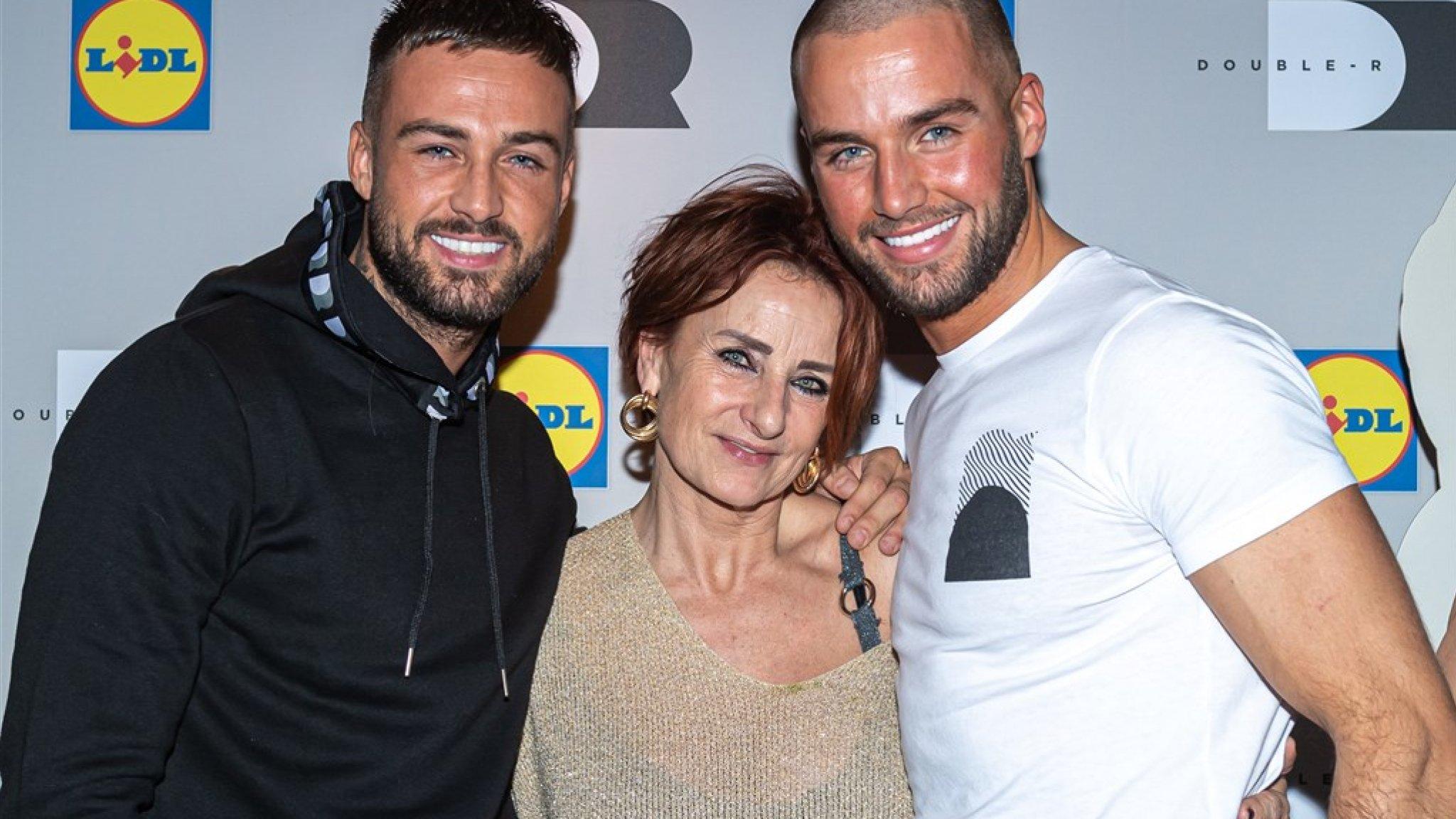 Dave Roelvink verrast jarige moeder met peperduur cadeau - RTL Boulevard