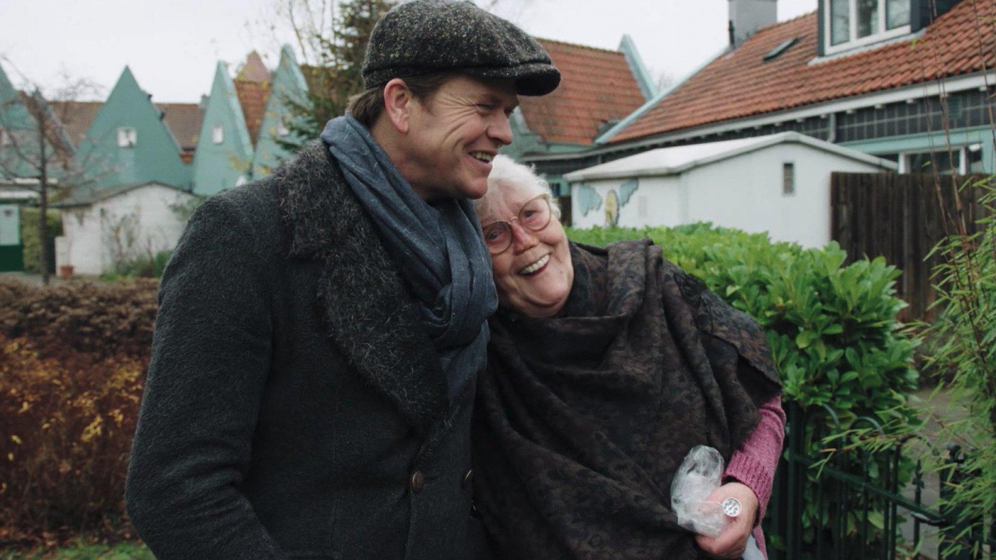 Kijkers Beau in Floradorp lopen weg met Marie - RTL Boulevard